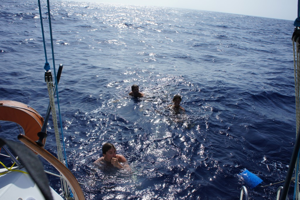 Baignade à 200 milles des côtes !