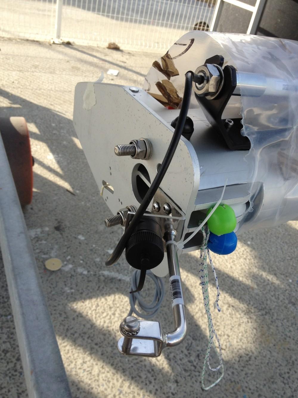 Cablage du nouveau mat: aérien, VHF, girouette.